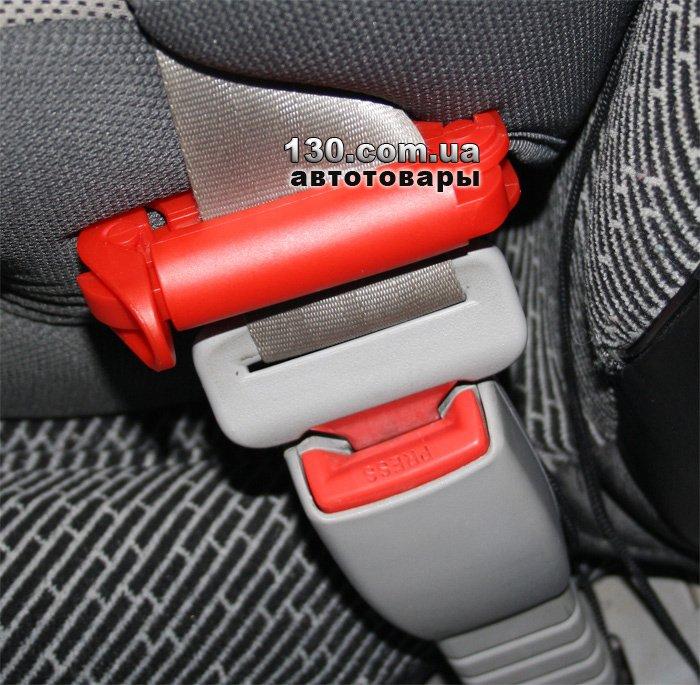 Автокресло с фиксатором натяжения ремня безопасности
