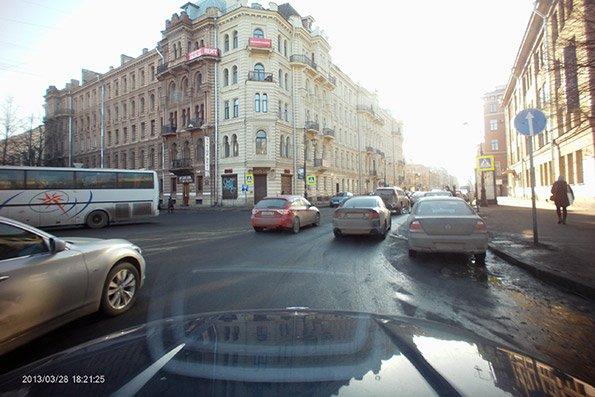 Axiom Car Vision 1000 — видеорегистратор с выносной камерой