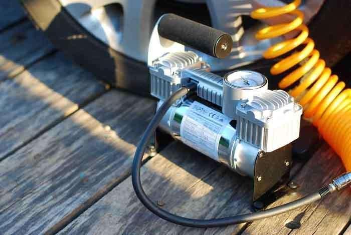 Автомобильный компрессор для накачки шин