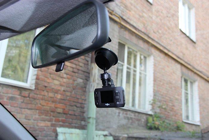 Видеорегистратор Gazer F121 в авто