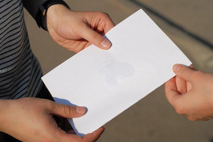 Бензин на листе бумаги