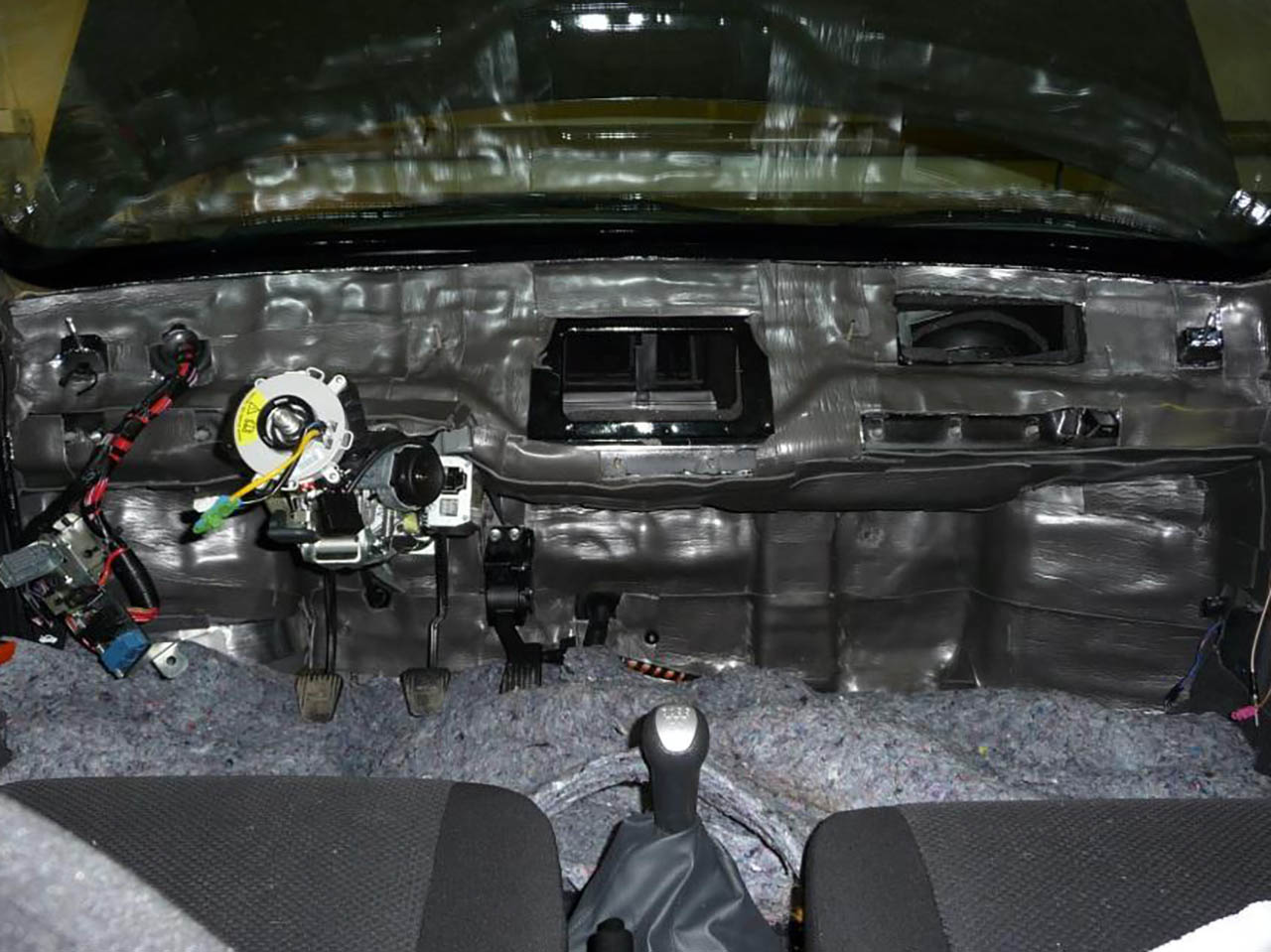 Шумоизоляция капота форд фокус 2 1 фотография